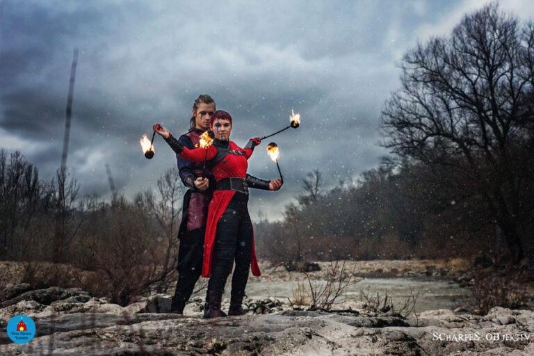 Duo Feuershow aus Stuttgart mit Wunschmotto für Ihre Hochzeit buchen - Partnerpoi im Vikings Stil vor den Isteiner Schwellen zwischen Basel und Freiburg